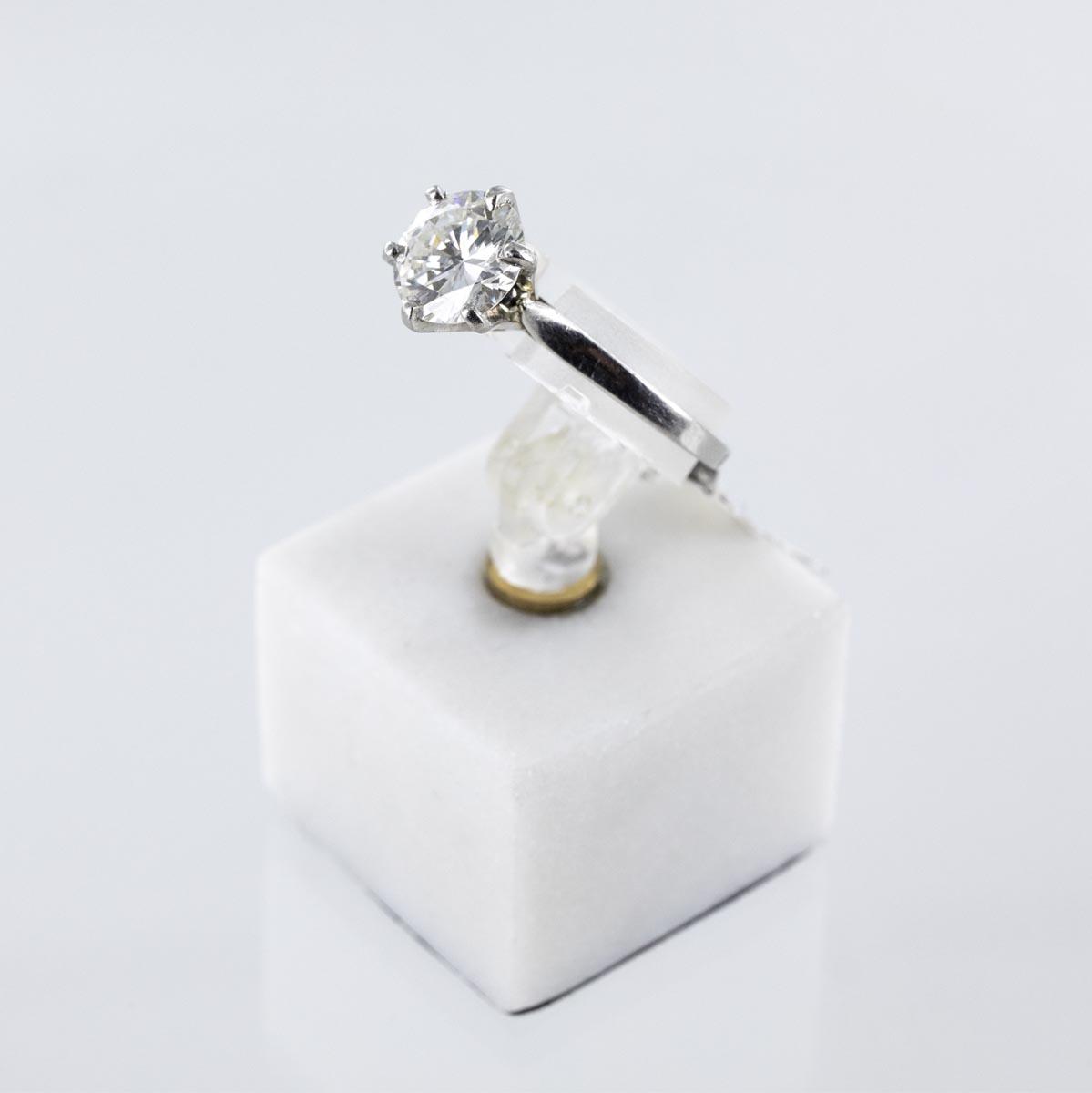 Bague solitaire diamant serti 6 griffes en or platine