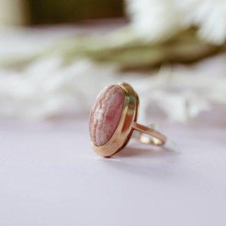 Bague cabochon rhodochrosite en or 18 carats  #bijouxanciens #bijouxvintage #bijoux #bijouterieannecy #bijouterie #annecy #rhodochrosite #commerceannecy #bague #or18k