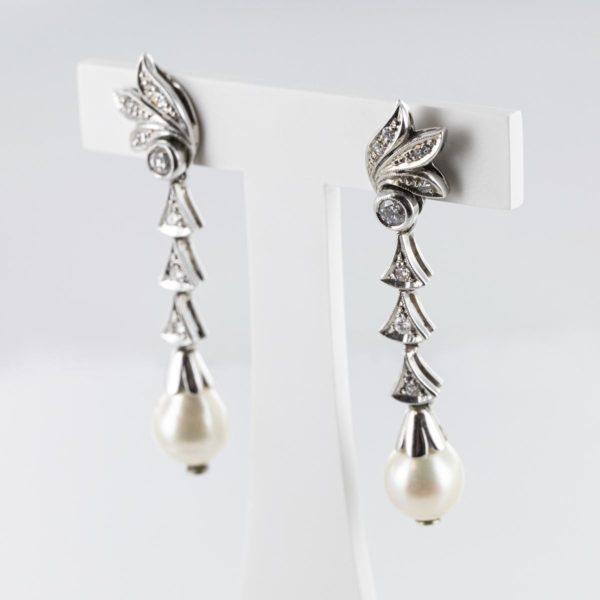 Boucles d'oreilles pendantes diamants et perles